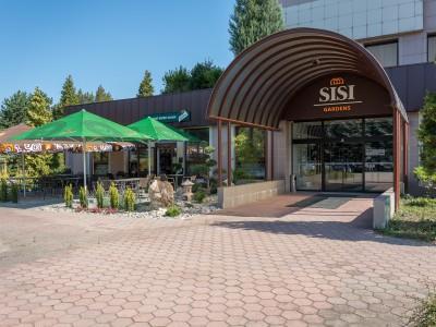 SISI Gardens vchod a terasa